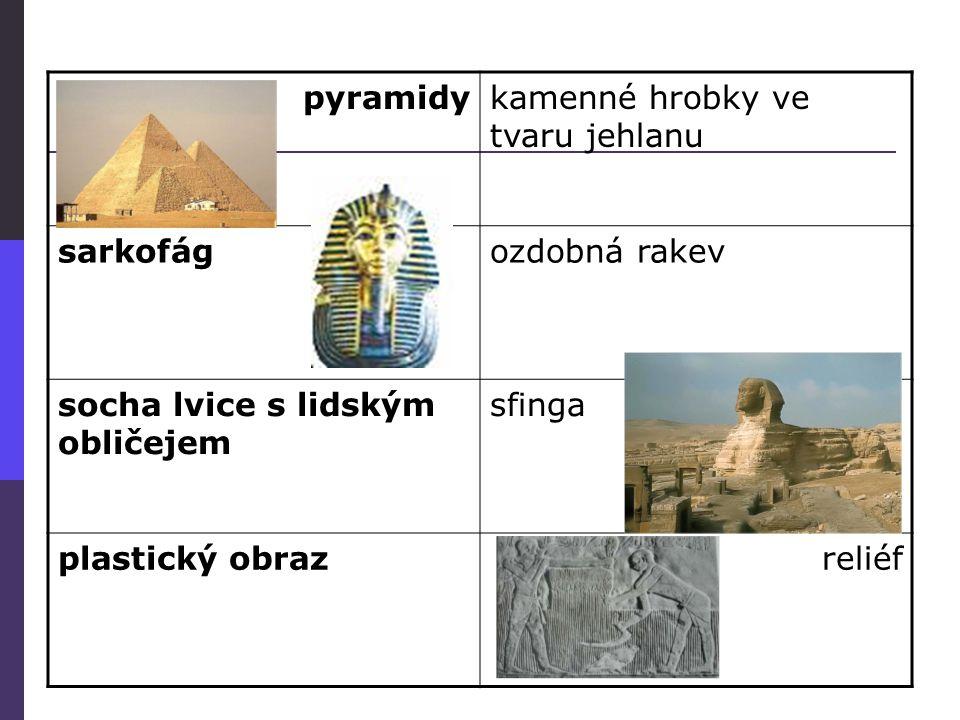pyramidy kamenné hrobky ve tvaru jehlanu. sarkofág. ozdobná rakev. socha lvice s lidským obličejem.