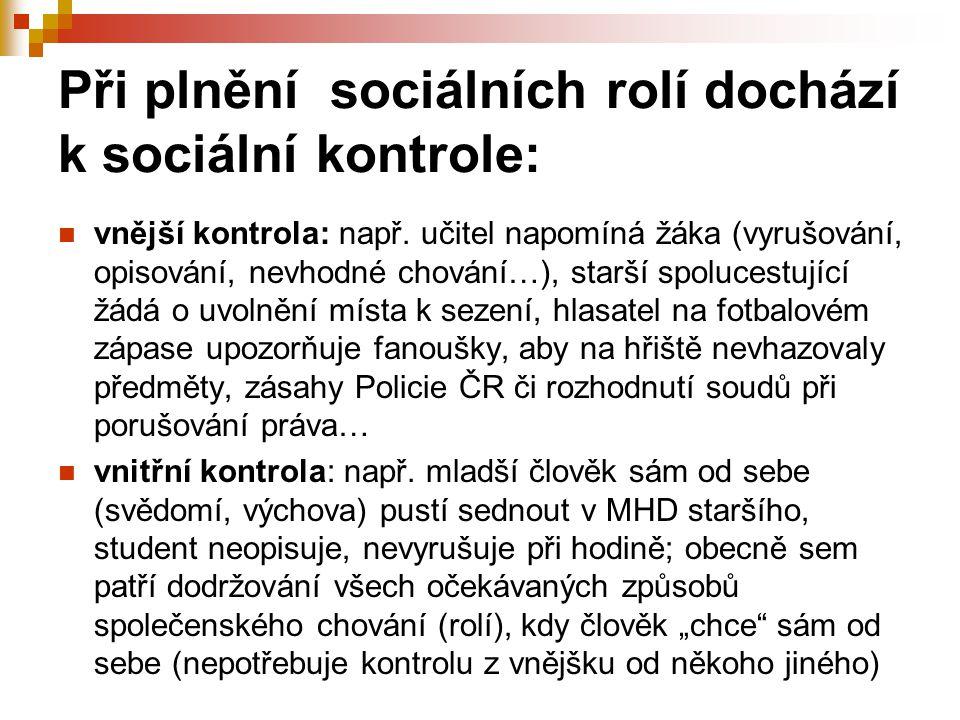 Při plnění sociálních rolí dochází k sociální kontrole: