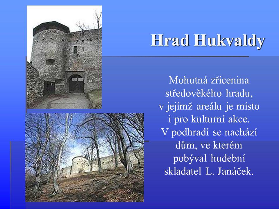 Mohutná zřícenina středověkého hradu, v jejímž areálu je místo