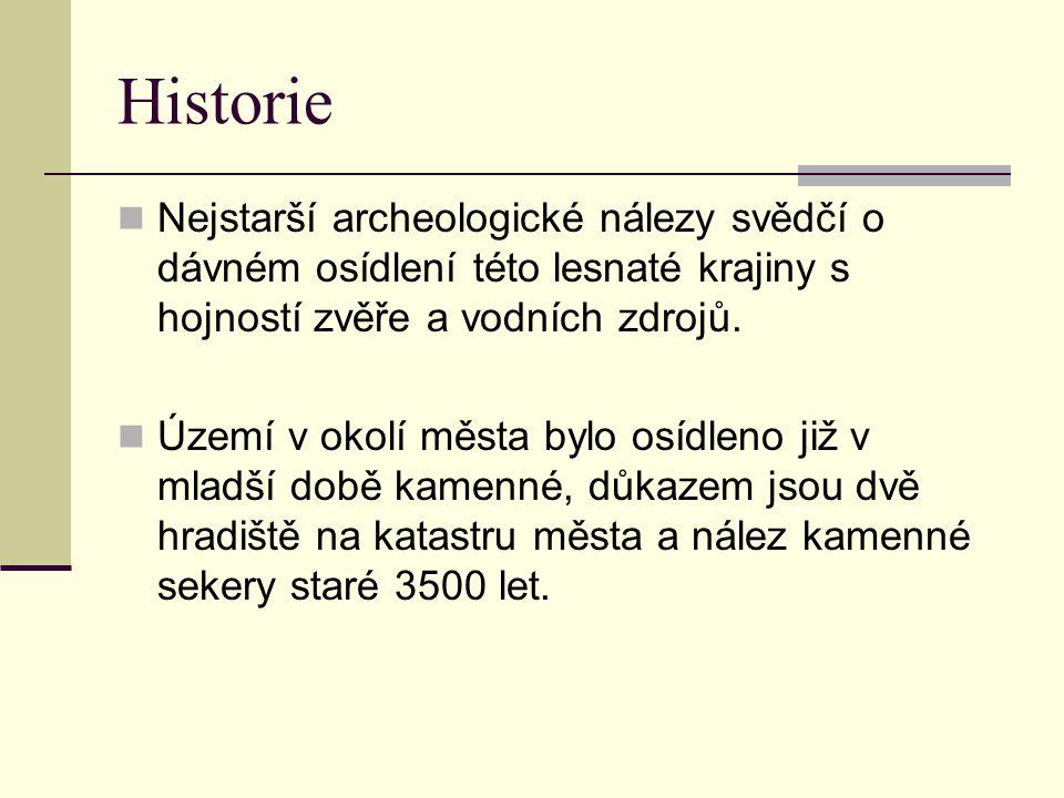 Historie Nejstarší archeologické nálezy svědčí o dávném osídlení této lesnaté krajiny s hojností zvěře a vodních zdrojů.