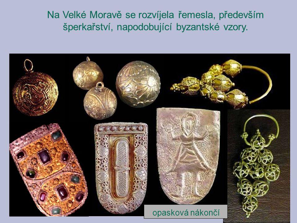 Na Velké Moravě se rozvíjela řemesla, především šperkařství, napodobující byzantské vzory.