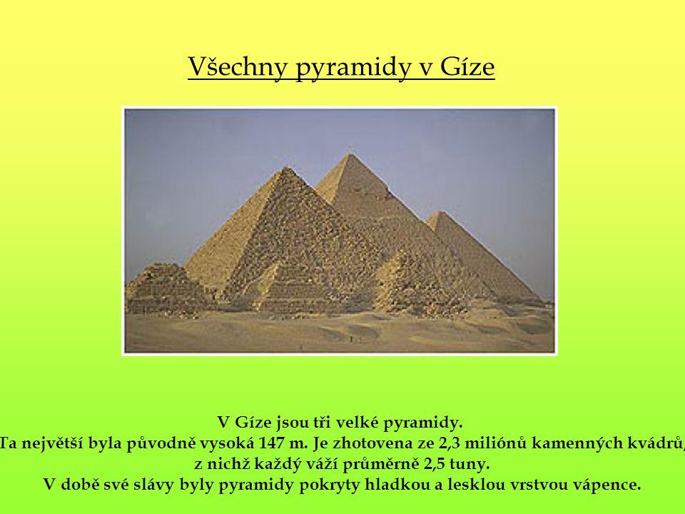 V Gíze jsou tři velké pyramidy. z nichž každý váží průměrně 2,5 tuny.