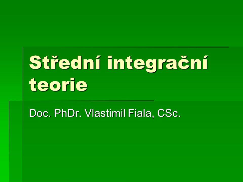 Střední integrační teorie