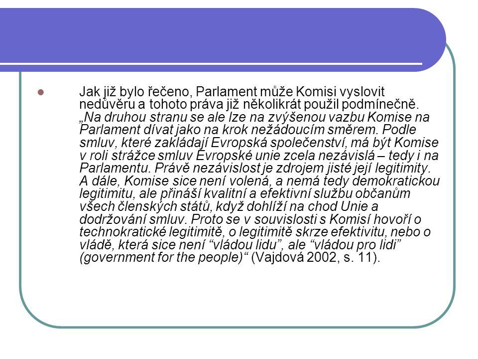 Jak již bylo řečeno, Parlament může Komisi vyslovit nedůvěru a tohoto práva již několikrát použil podmínečně.