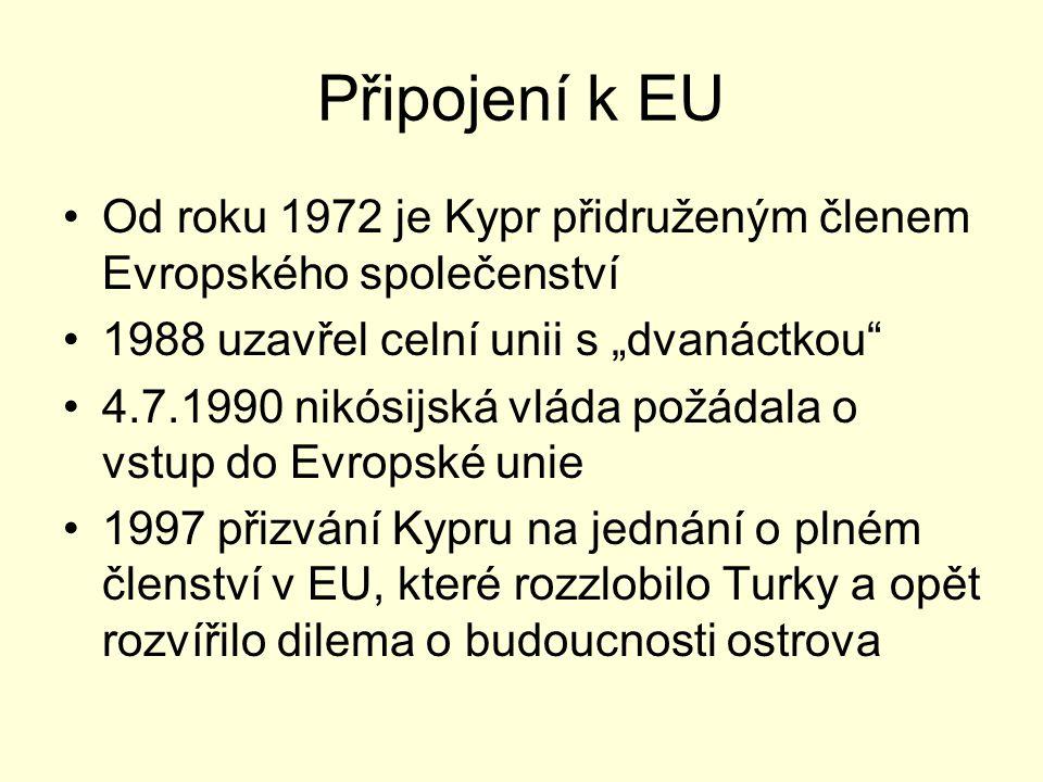 """Připojení k EU Od roku 1972 je Kypr přidruženým členem Evropského společenství. 1988 uzavřel celní unii s """"dvanáctkou"""
