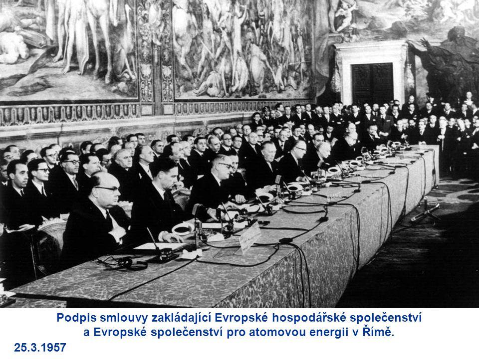 Podpis smlouvy zakládající Evropské hospodářské společenství a Evropské společenství pro atomovou energii v Římě.
