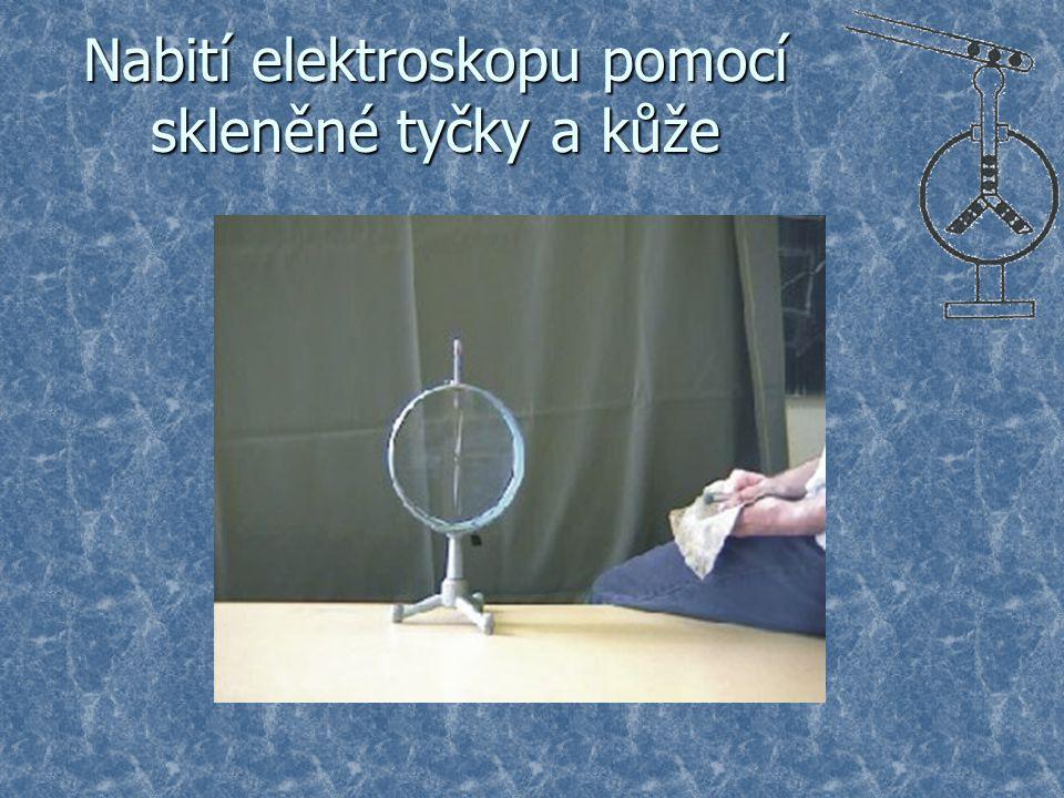 Nabití elektroskopu pomocí skleněné tyčky a kůže