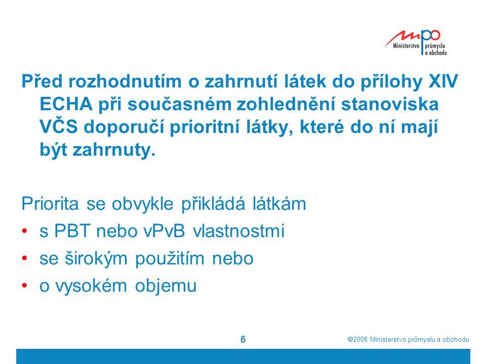 Před rozhodnutím o zahrnutí látek do přílohy XIV ECHA při současném zohlednění stanoviska VČS doporučí prioritní látky, které do ní mají být zahrnuty.