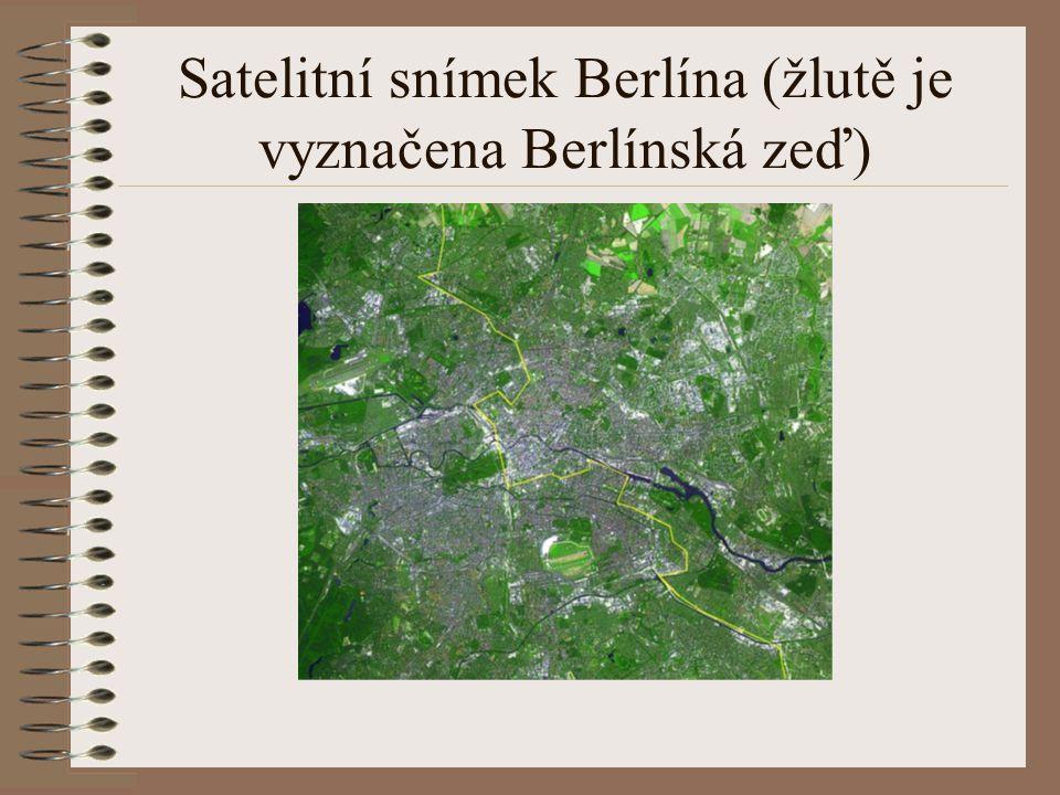 Satelitní snímek Berlína (žlutě je vyznačena Berlínská zeď)