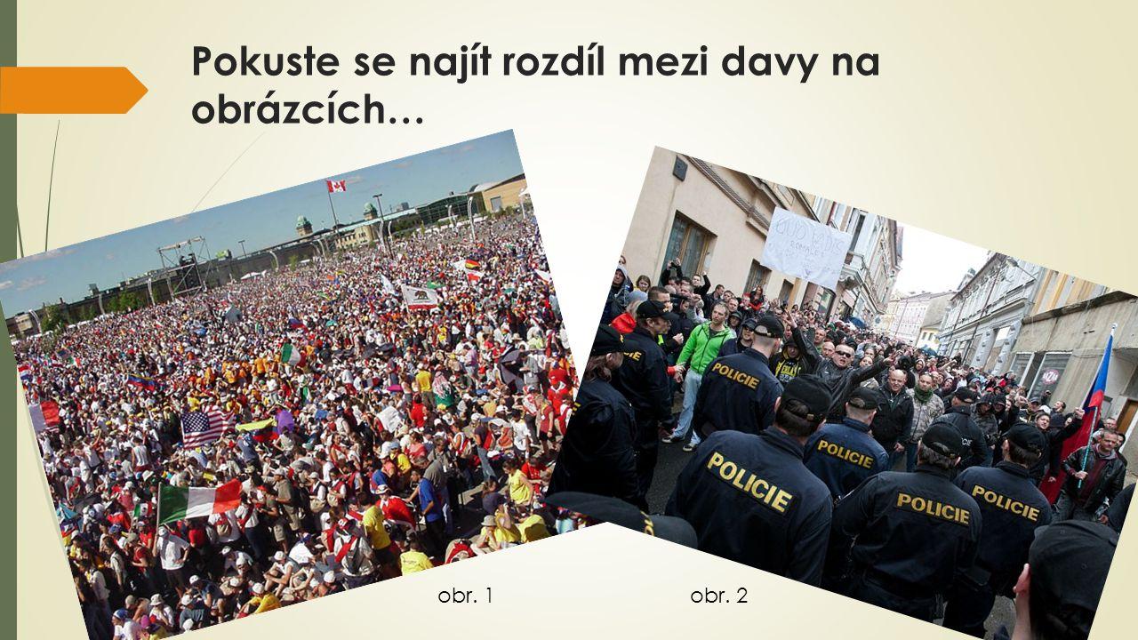 Pokuste se najít rozdíl mezi davy na obrázcích…