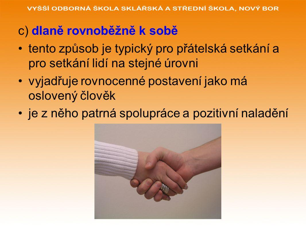 c) dlaně rovnoběžně k sobě