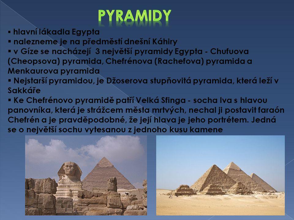 Pyramidy nalezneme je na předměstí dnešní Káhiry