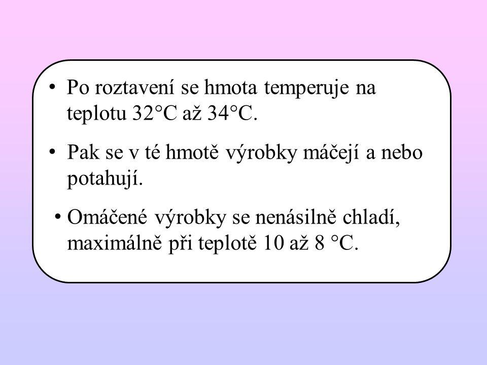Po roztavení se hmota temperuje na teplotu 32°C až 34°C.
