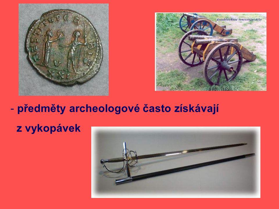 předměty archeologové často získávají