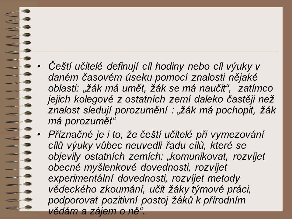 """Čeští učitelé definují cíl hodiny nebo cíl výuky v daném časovém úseku pomocí znalosti nějaké oblasti: """"žák má umět, žák se má naučit , zatímco jejich kolegové z ostatních zemí daleko častěji než znalost sledují porozumění : """"žák má pochopit, žák má porozumět"""