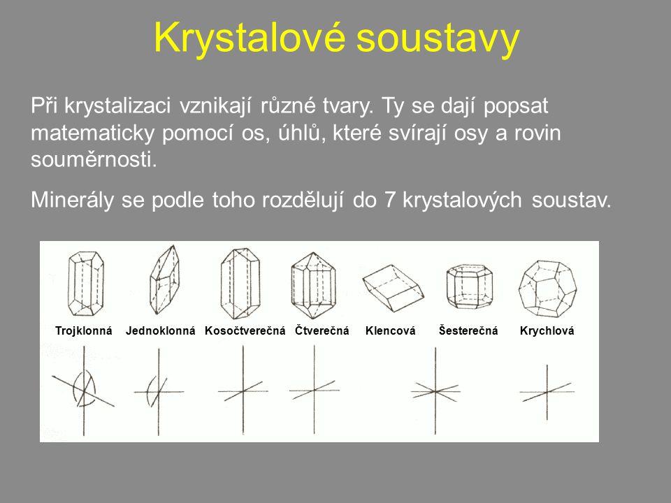 Krystalové soustavy Při krystalizaci vznikají různé tvary. Ty se dají popsat matematicky pomocí os, úhlů, které svírají osy a rovin souměrnosti.