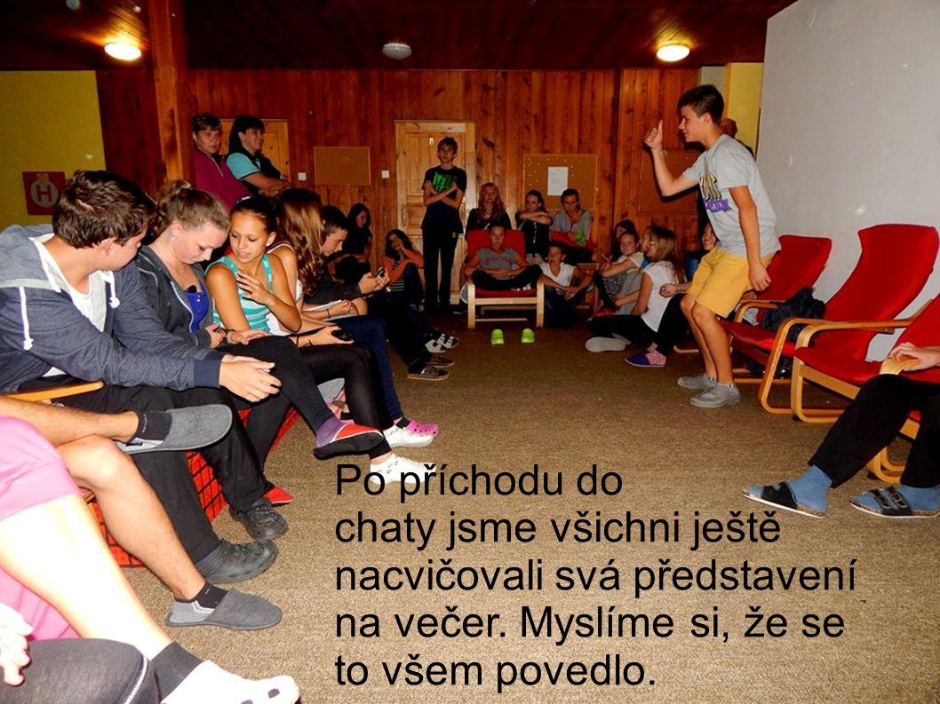 Po příchodu do chaty jsme každý ještě nacvičovali své představení na večer. Myslíme si že se to všem povedlo.