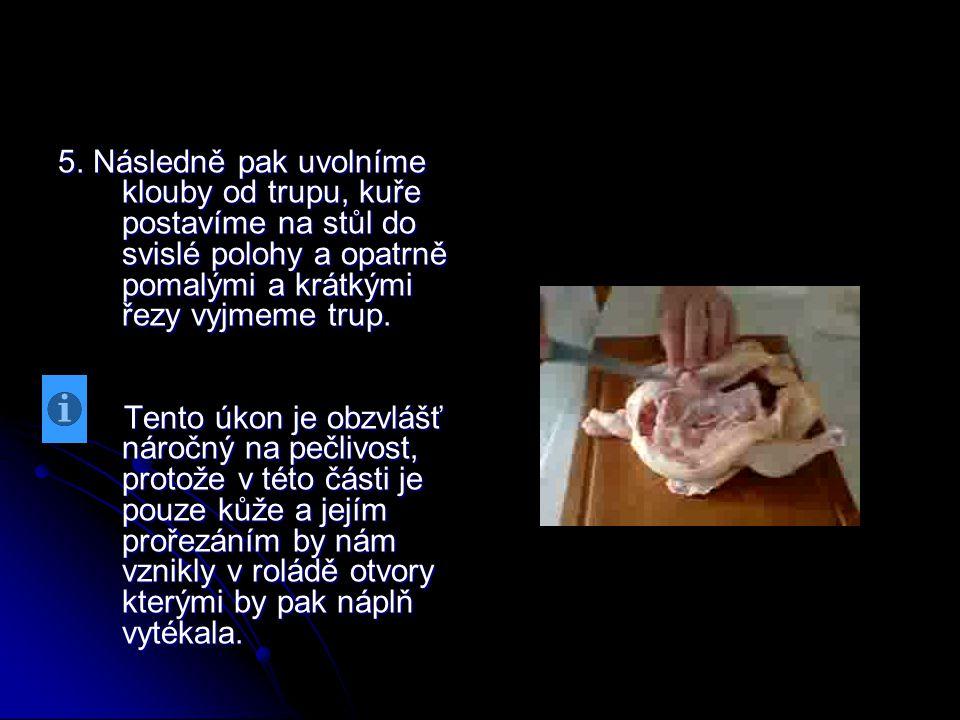 5. Následně pak uvolníme klouby od trupu, kuře postavíme na stůl do svislé polohy a opatrně pomalými a krátkými řezy vyjmeme trup.