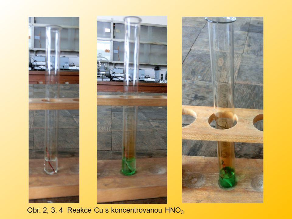 Obr. 2, 3, 4 Reakce Cu s koncentrovanou HNO3