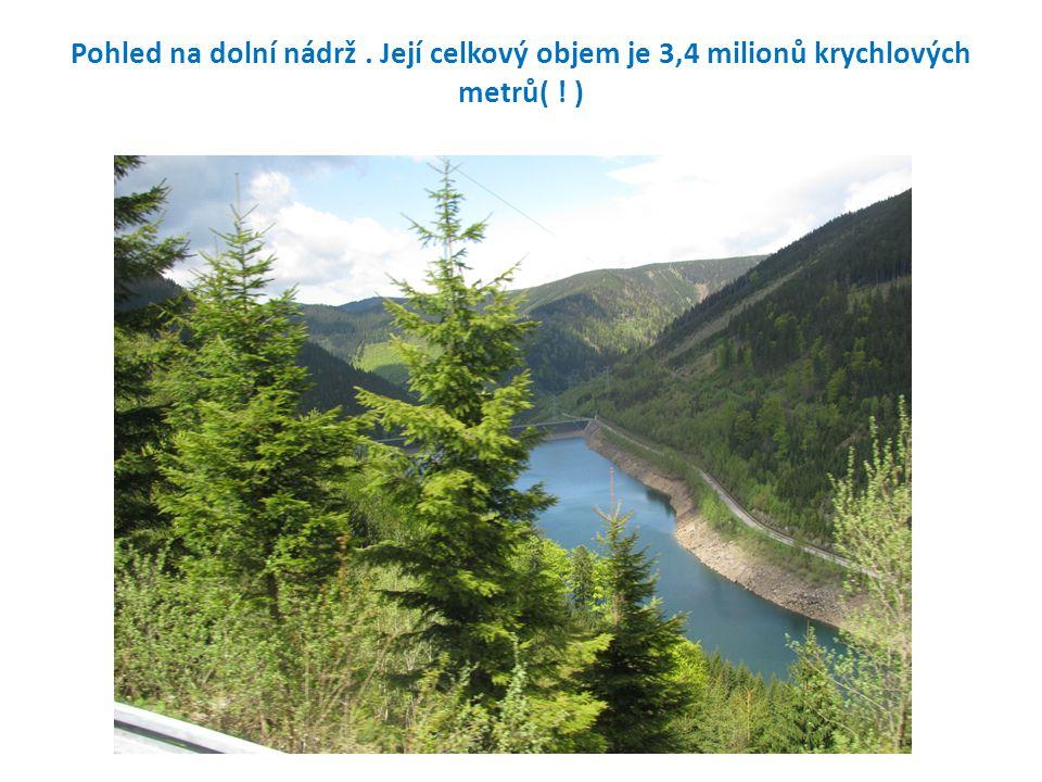 Pohled na dolní nádrž . Její celkový objem je 3,4 milionů krychlových metrů( ! )