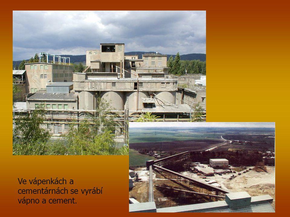 Ve vápenkách a cementárnách se vyrábí vápno a cement.