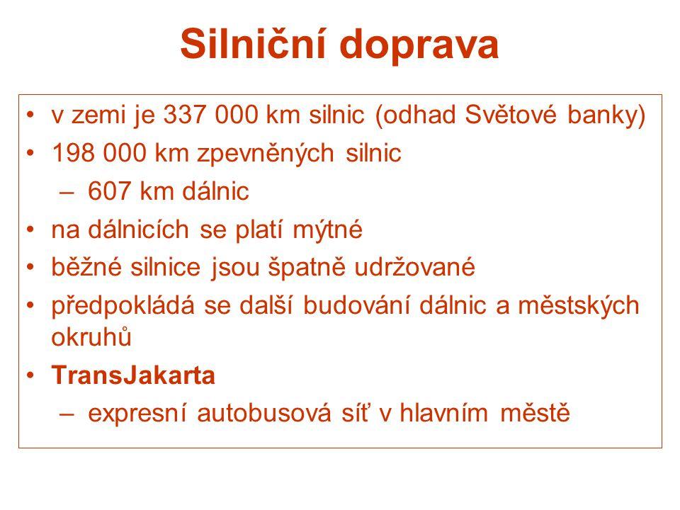 Silniční doprava v zemi je 337 000 km silnic (odhad Světové banky)