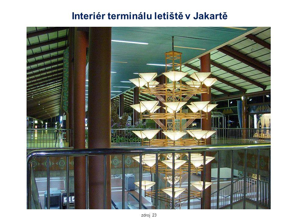 Interiér terminálu letiště v Jakartě