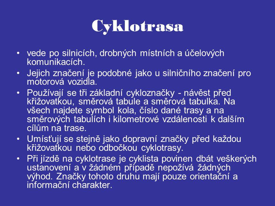 Cyklotrasa vede po silnicích, drobných místních a účelových komunikacích. Jejich značení je podobné jako u silničního značení pro motorová vozidla.