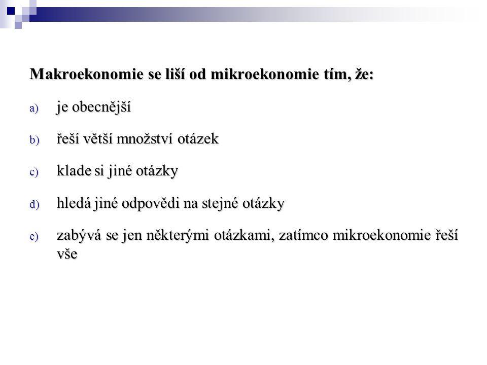 Makroekonomie se liší od mikroekonomie tím, že: