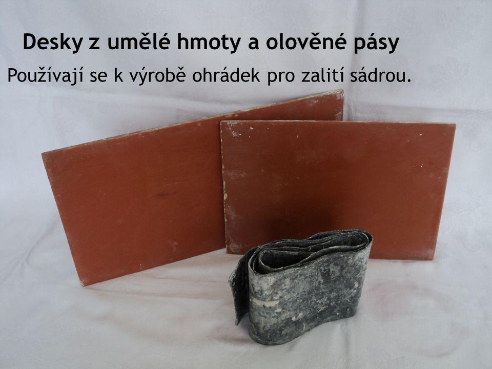 Desky z umělé hmoty a olověné pásy
