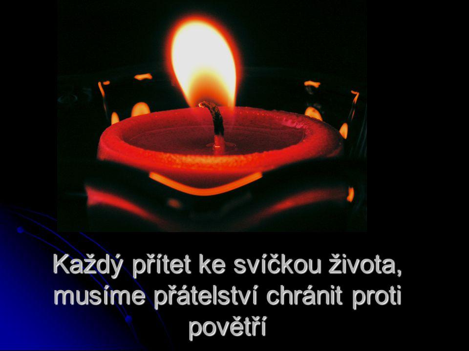 Každý přítet ke svíčkou života, musíme přátelství chránit proti povětří
