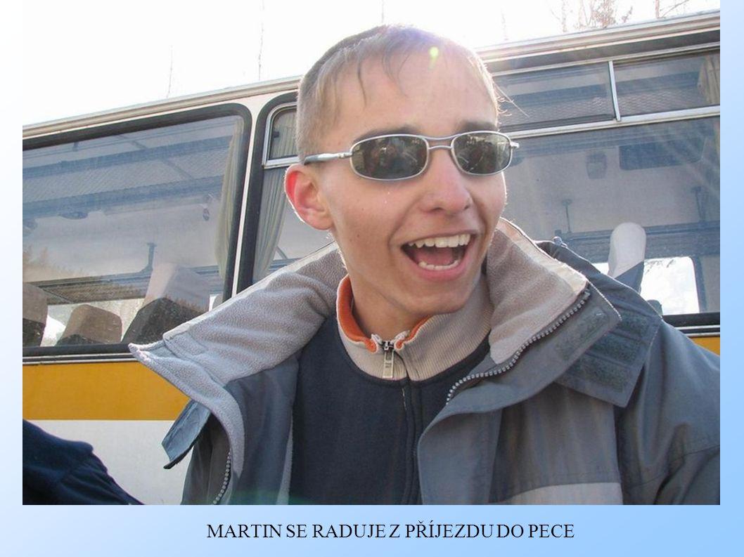 MARTIN SE RADUJE Z PŘÍJEZDU DO PECE