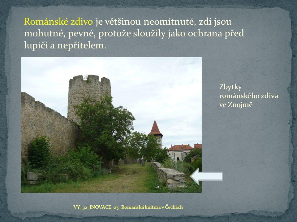 Románské zdivo je většinou neomítnuté, zdi jsou mohutné, pevné, protože sloužily jako ochrana před lupiči a nepřítelem.