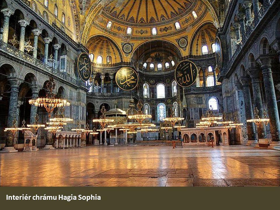 Interiér chrámu Hagia Sophia
