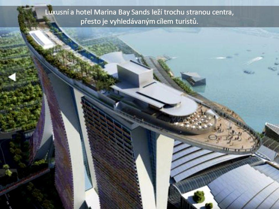 Luxusní a hotel Marina Bay Sands leží trochu stranou centra,
