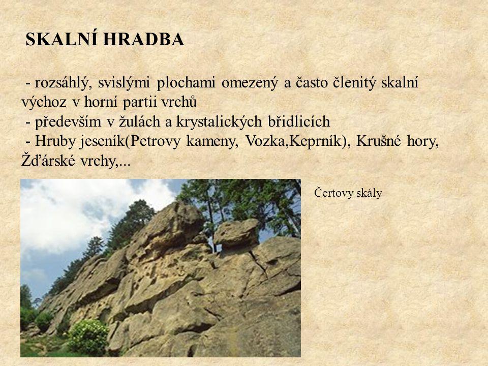 SKALNÍ HRADBA - rozsáhlý, svislými plochami omezený a často členitý skalní výchoz v horní partii vrchů.