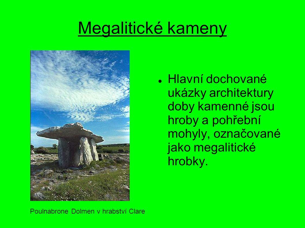 Megalitické kameny Hlavní dochované ukázky architektury doby kamenné jsou hroby a pohřební mohyly, označované jako megalitické hrobky.
