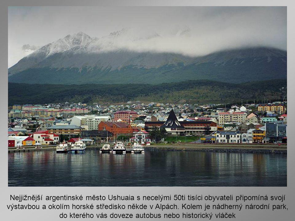 Nejjižnější argentinské město Ushuaia s necelými 50ti tisíci obyvateli připomíná svojí výstavbou a okolím horské středisko někde v Alpách.