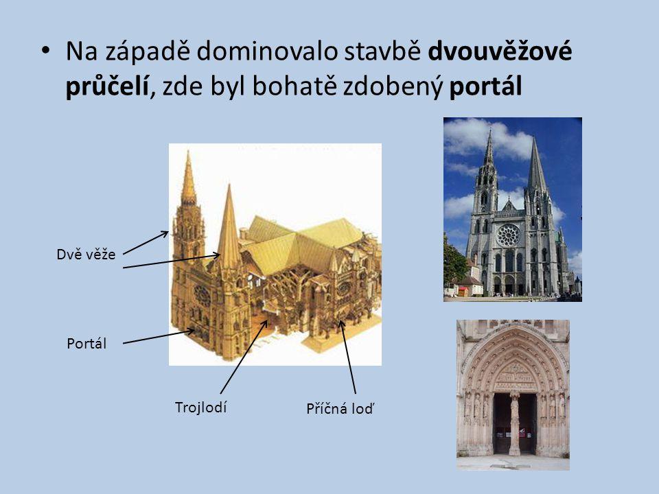 Na západě dominovalo stavbě dvouvěžové průčelí, zde byl bohatě zdobený portál