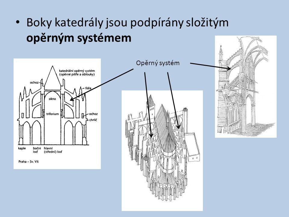 Boky katedrály jsou podpírány složitým opěrným systémem