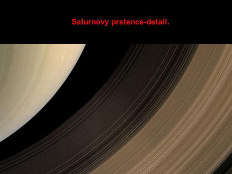 Saturnovy prstence-detail.