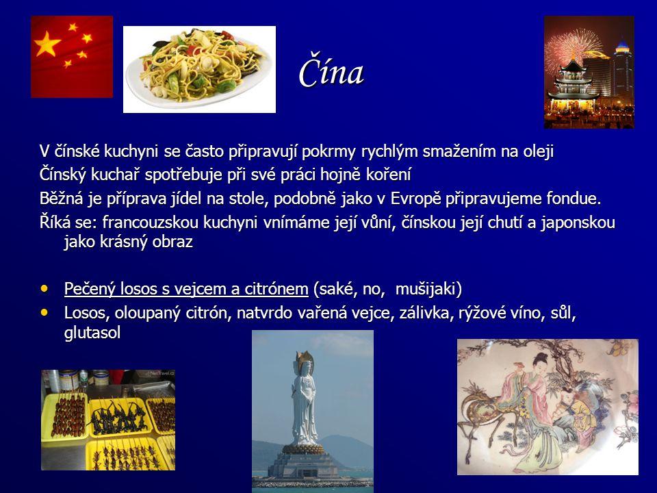 Čína V čínské kuchyni se často připravují pokrmy rychlým smažením na oleji. Čínský kuchař spotřebuje při své práci hojně koření.
