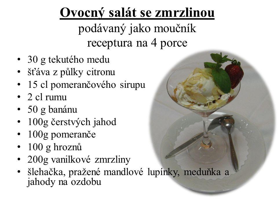 Ovocný salát se zmrzlinou podávaný jako moučník receptura na 4 porce