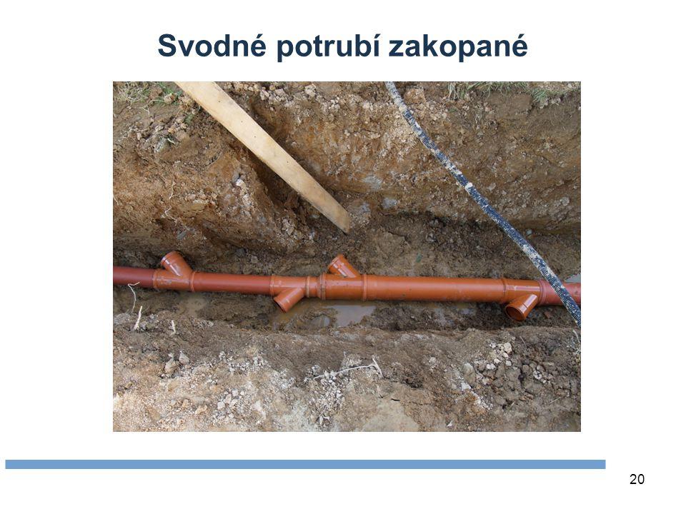 Svodné potrubí zakopané