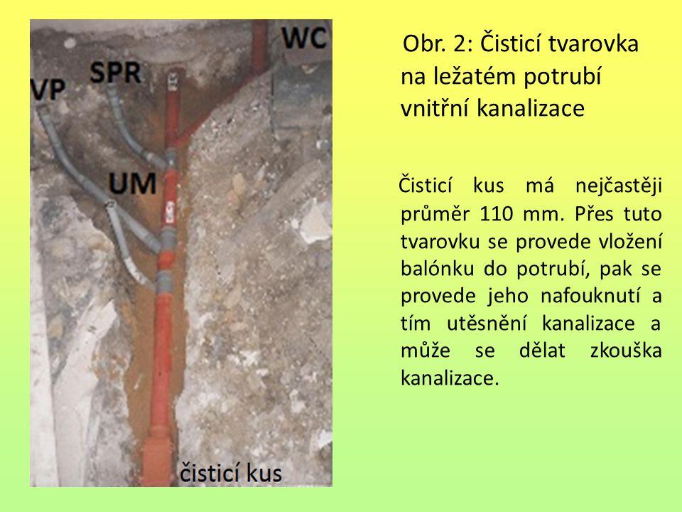 Obr. 2: Čisticí tvarovka na ležatém potrubí vnitřní kanalizace