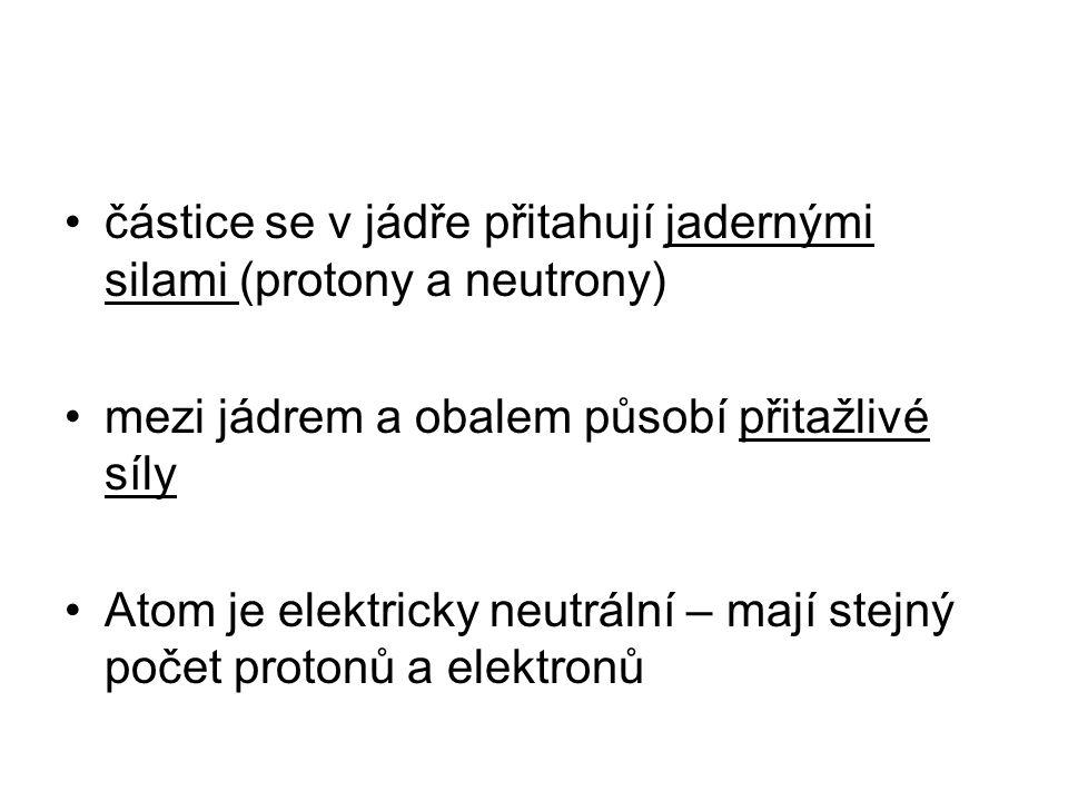 částice se v jádře přitahují jadernými silami (protony a neutrony)