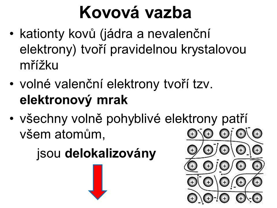 Kovová vazba kationty kovů (jádra a nevalenční elektrony) tvoří pravidelnou krystalovou mřížku. volné valenční elektrony tvoří tzv. elektronový mrak.