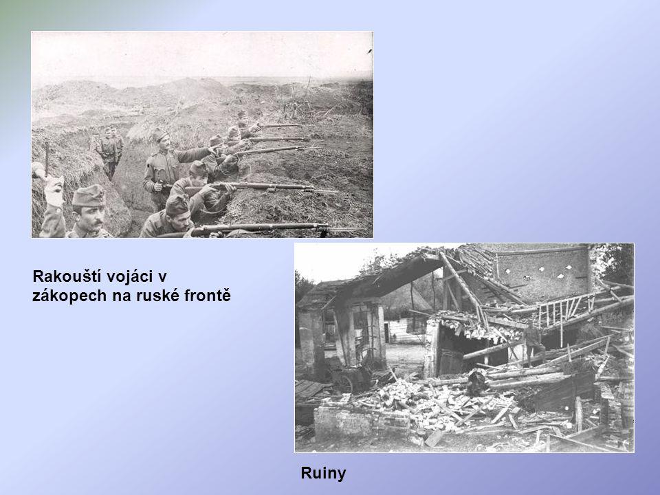 Rakouští vojáci v zákopech na ruské frontě