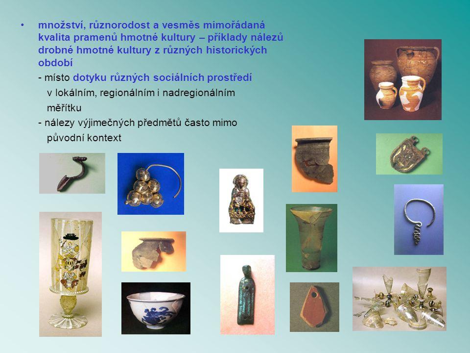 množství, různorodost a vesměs mimořádaná kvalita pramenů hmotné kultury – příklady nálezů drobné hmotné kultury z různých historických období