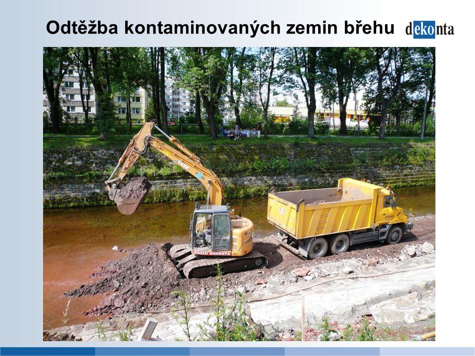 Odtěžba kontaminovaných zemin břehu